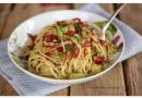 Espaguete alho e óleo com abobrinha