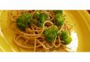 Espaguete picante com brócolis