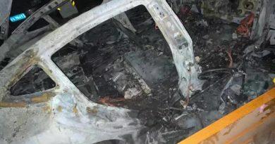 Tesla modelo 3 explode na garagem de estacionamento de Xangai