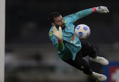 Debaixo de chuva, Seleção Brasileira faz treino para confronto com o Equador